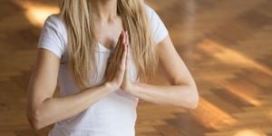 Juliet prayer pose